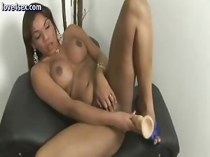 Ebony tranny screwing her ass